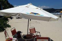 Serviço de Praia com 6 cadeiras , mesinha e guarda-sol