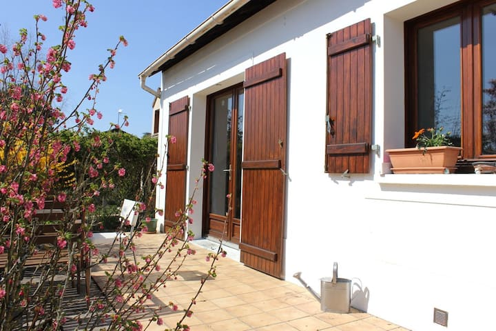 Garden flat in peaceful village - Vulaines-sur-Seine - Wohnung