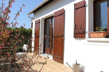 Garden flat in peaceful village - Vulaines-sur-Seine