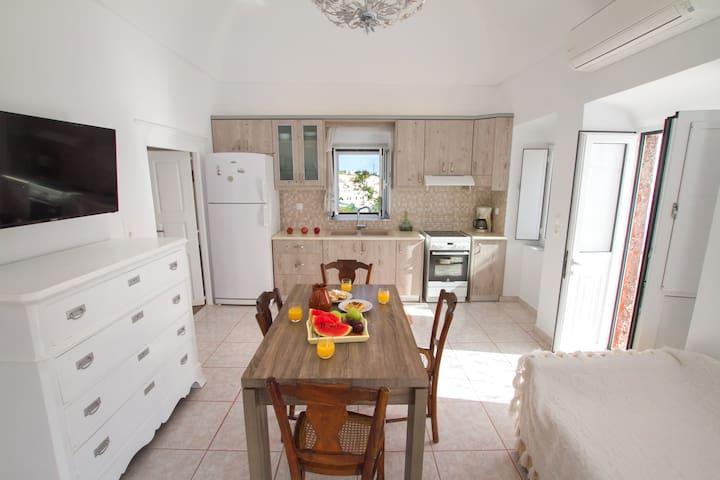 Captain's traditional house,5prs - Vothonas - Casa