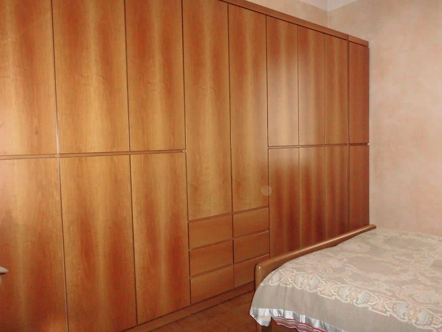 armadio enorme ,camera da letto
