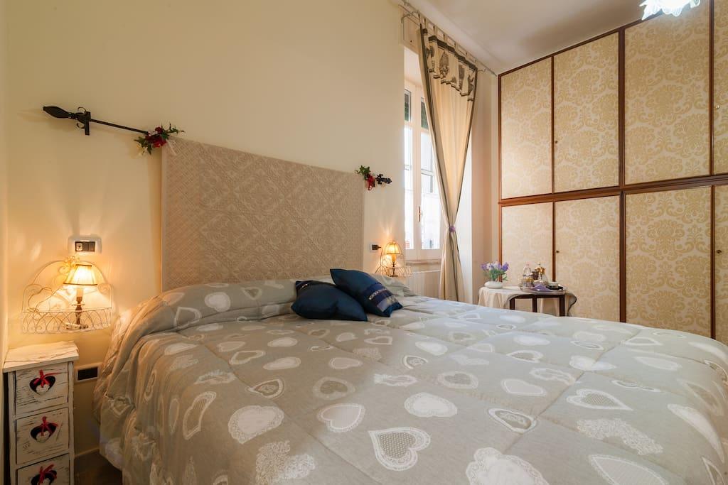 Camera matrimoniale con bagno privato pernottamento e - A letto con mia madre ...