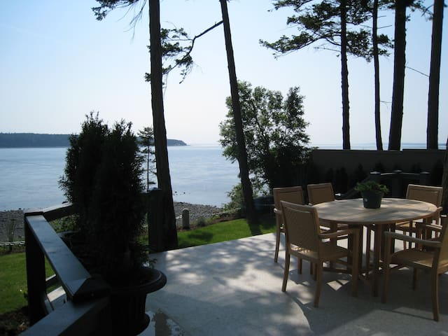 2 Bedroom Home with a stunning view - Campbell River - Huis