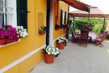 Casa vacanze in Piemonte, prov.Asti - Castelnuovo Belbo - Casa