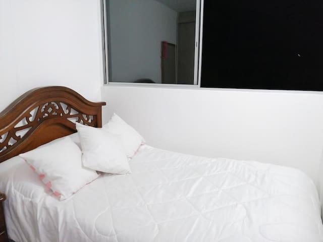 Acogedora y cómoda habitación en ambiente familiar