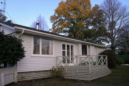 Turangi - Tongariro Cabin Unhosted - Bed & Breakfast