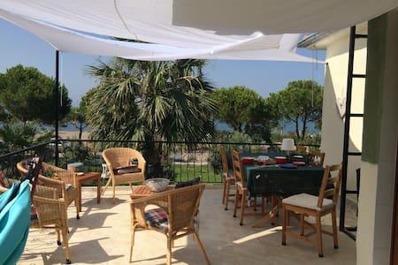 Terrace with a view - Çandarlı - Appartement