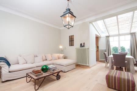 Room in Cosy Design Duplex, Antwerp - Antverpy - Byt