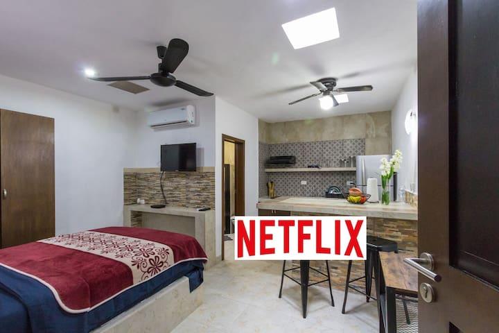 Studio avec piscine partagé, WiFi+, Netflix!