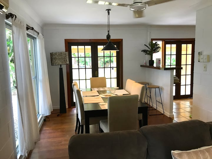 Lovely beach house close to golf and resorts.