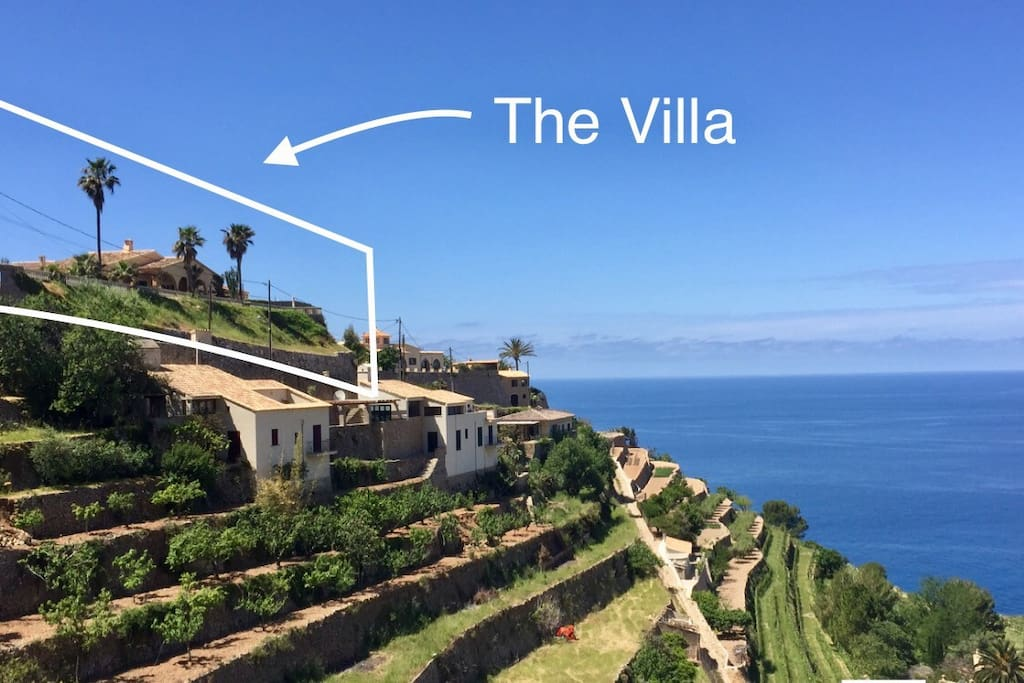 The Villa sits on top of a cliff with views over the Sea, Mountains, Vineyards and the Town.