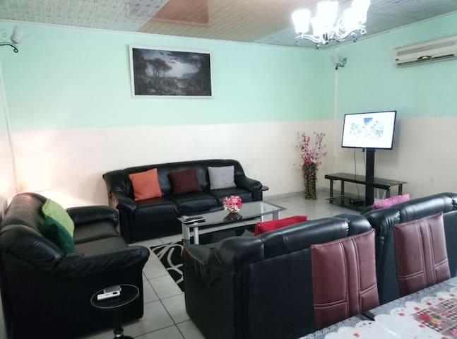 Douala Bonapriso Appart meublé 3 chbres 30.000FCFA