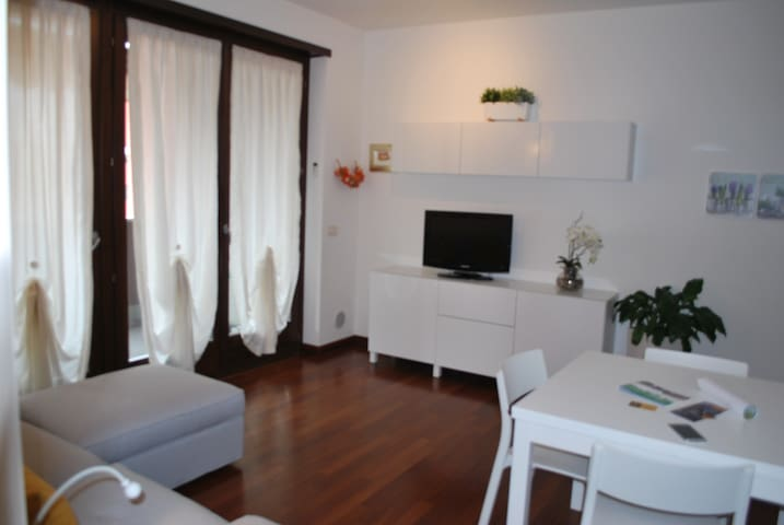 LOVELY APARTMENT CENTRAL POSITION - Verona - Huoneisto