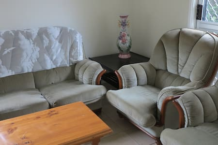Two-Bedroom Apartment  $176/night - Toowoomba - Bed & Breakfast
