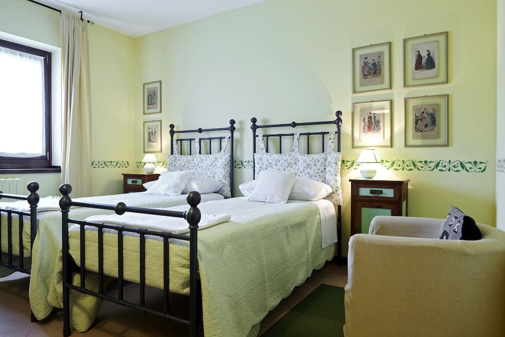 camera 2 con un letto doppio o due singoli e bagno in comune