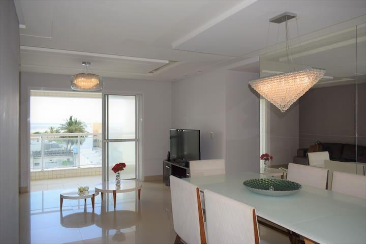 Lindo apartamento com vista para o mar e 3 suítes