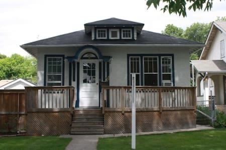 Quaint older home, room or house. - Winnipeg - Ház