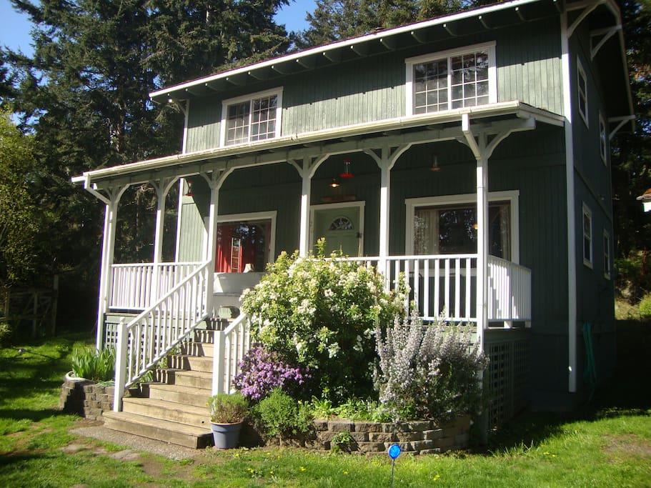 Seaside Cottage - on Cliffhouse Court