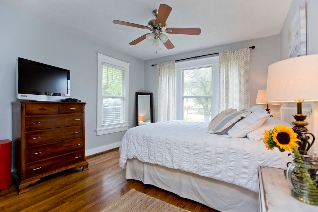 Master Bedroom complete with Queen Size bed + TV w/ U-Verse including hundreds of channels