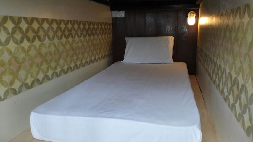 Kinabalu Mountain Lodge- Capsule Dorm (Basement)