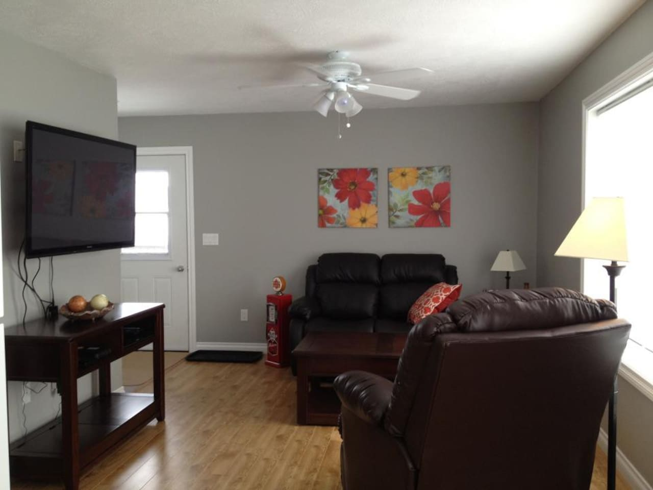 Leather reclining furniture and big screen TV