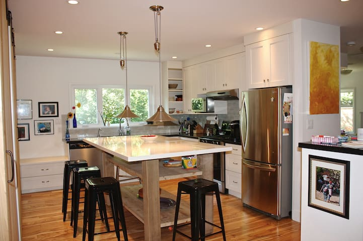 Spacious 4br home by Jericho beach, UBC