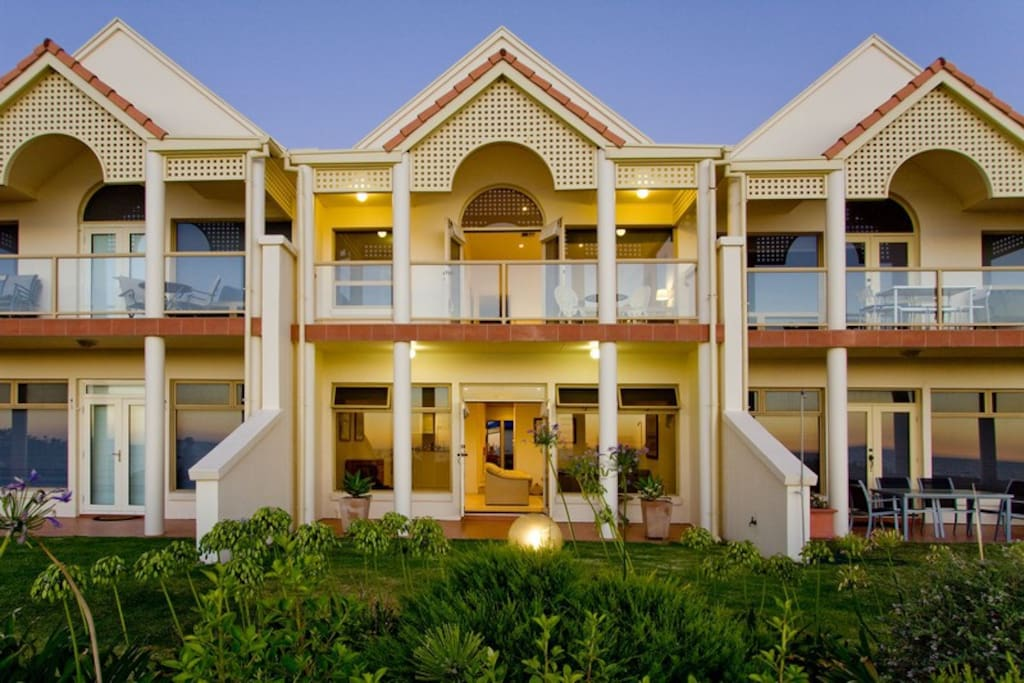 Australian luxury stays three pelicans houses for rent for Luxury stays