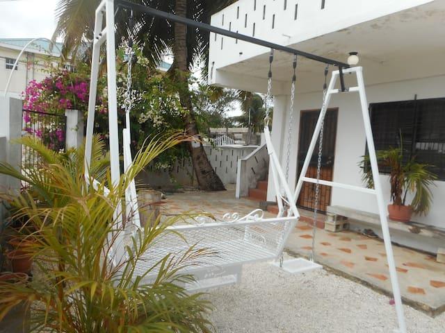 Gorgeous Spacious Studio Free WiFi Belize City - Belize City - House