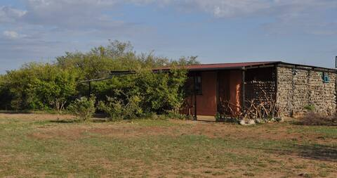 'Two in the Bush' Ensuite  mud house on full board
