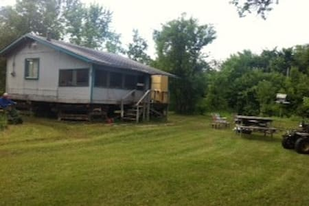 Riverside Rustic Cabin close to WPG - larochelle