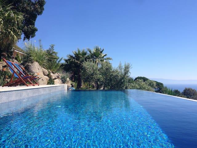 10 x 4 meter Infinity pool