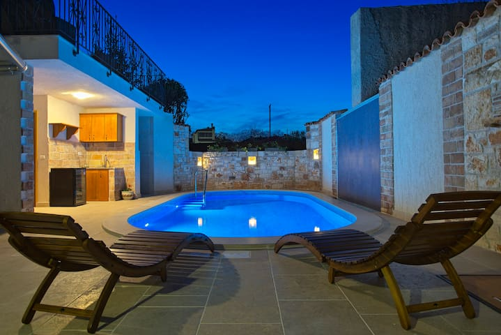Relax 5* villa with pool and spa near Pula