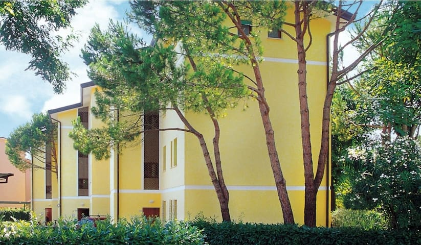 apt for 4+1 persons with a/c in Bibione R26572