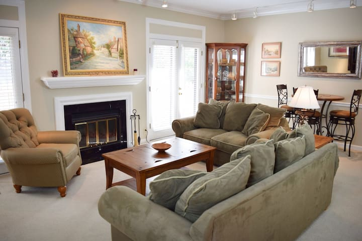 Clean & AFFORDABLE Home - WALK to Vandy & Love Circle Park'!