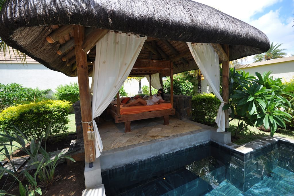 Gazebo with view on the private pool