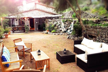 Cozy Cottage 1 min from beach Deia