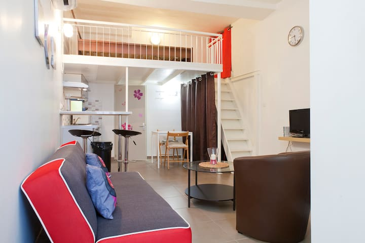 appartement mezzanine centre ville flats for rent in montpellier herault france. Black Bedroom Furniture Sets. Home Design Ideas