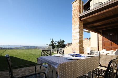 New, quiet house with stunning view - Rodello - Casa