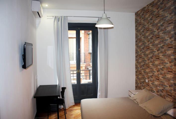 Elegant room (11) in Gran Via - Madrid - Appartement