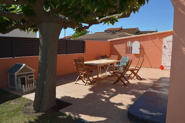 Chambre dans villa / private room