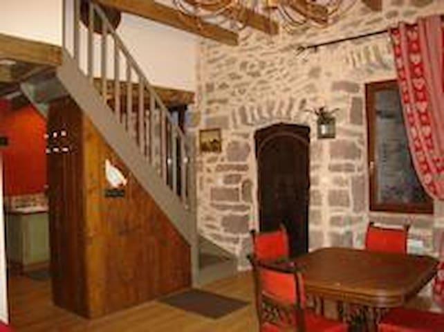 gîte 3* maison en pierre village - Escandolières - Casa