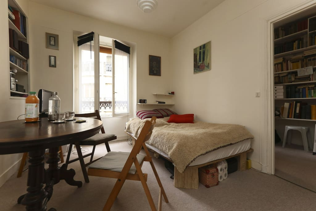 Studio charmant dans quartier latin appartements louer for Chambre quartier latin