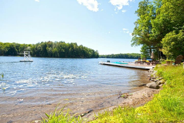 Gorgeous Waterfront Retreat Only 2 Hours From GTA - Parry Sound - กระท่อม