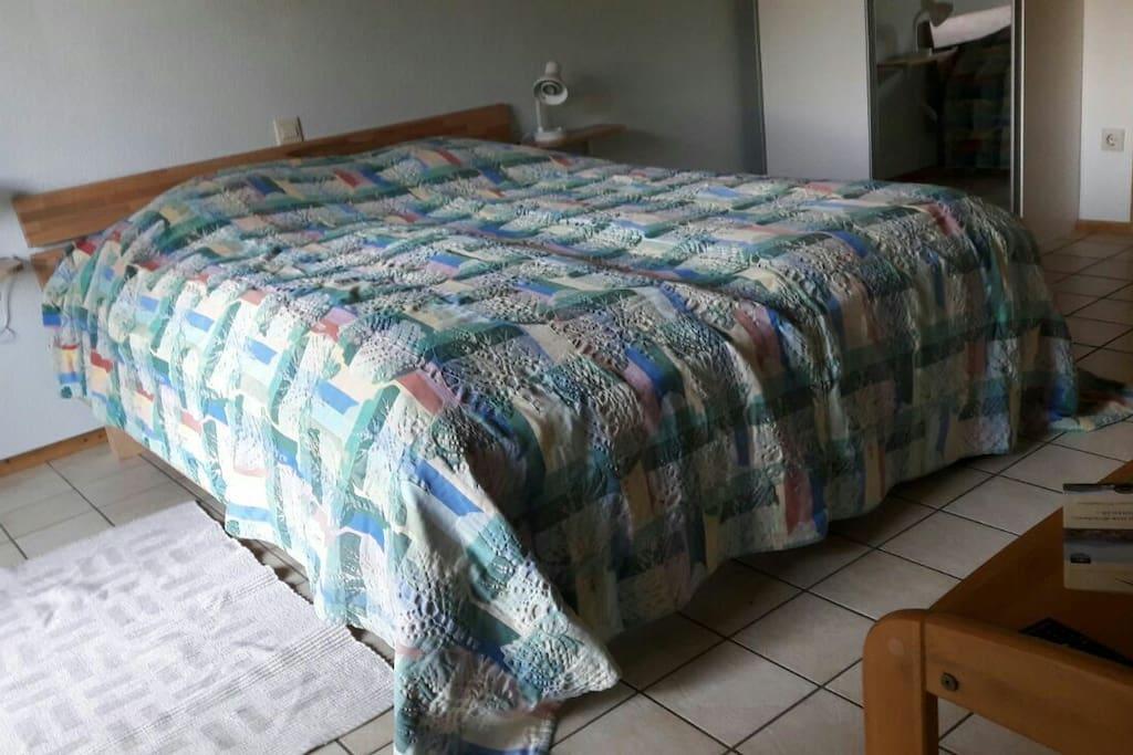 bequemes Bett 160x200