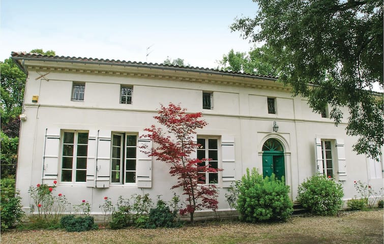 Holiday cottage with 10 bedrooms on 250m² in St. Medard de Mussidan