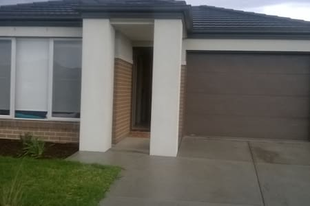 Brand new 4 bedroom Home - Officer South