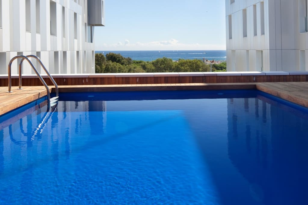 Lugaris beach family apartment serviced apartments for for Swimming pool show barcelona