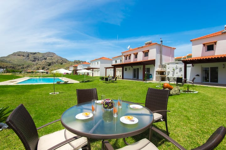 2 Bedrooms villa with pool, 300m from the sea (12)