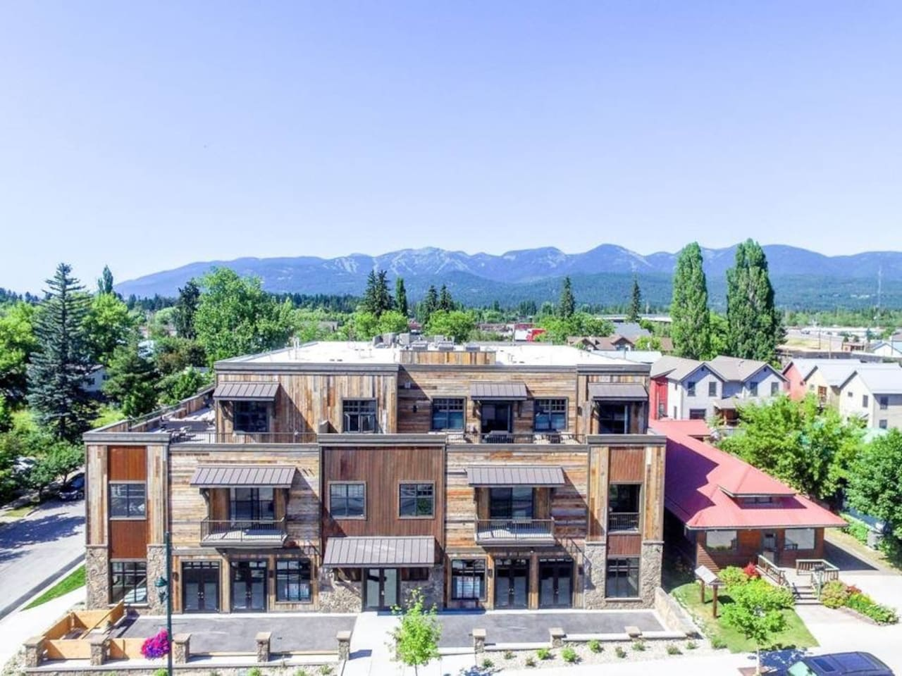 Conveniently located in downtown Whitefish, only a short distance to Whitefish Lake, Whitefish Mountain Resort, or Glacier National Park!