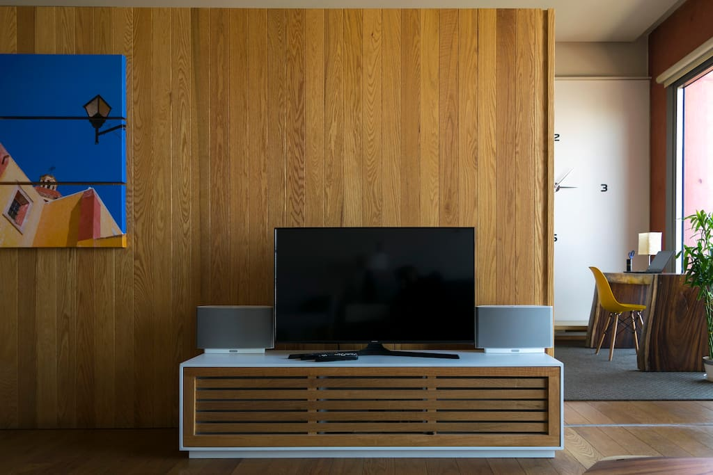 Fully equipped with High Speed Internet, Cable TV and Sonos Sound System.